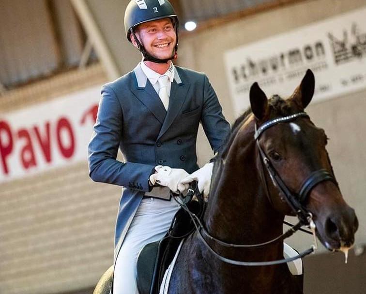 Diederik van Silfhout derde in internationaal Grand Prix debuut met Foxfire Blitz