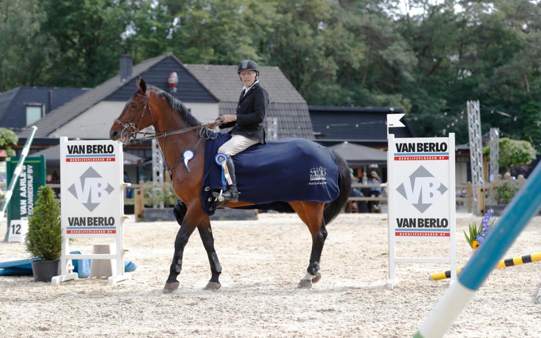 Wiljan Laarakkers dubbel op het podium tijdens Jumping Heeswijk