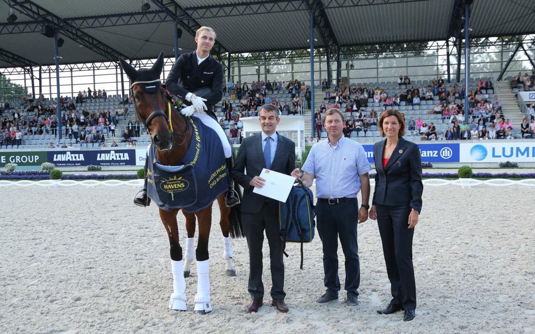 Rothenberger wint met Cosmo CDI4* Grand Prix van Aken
