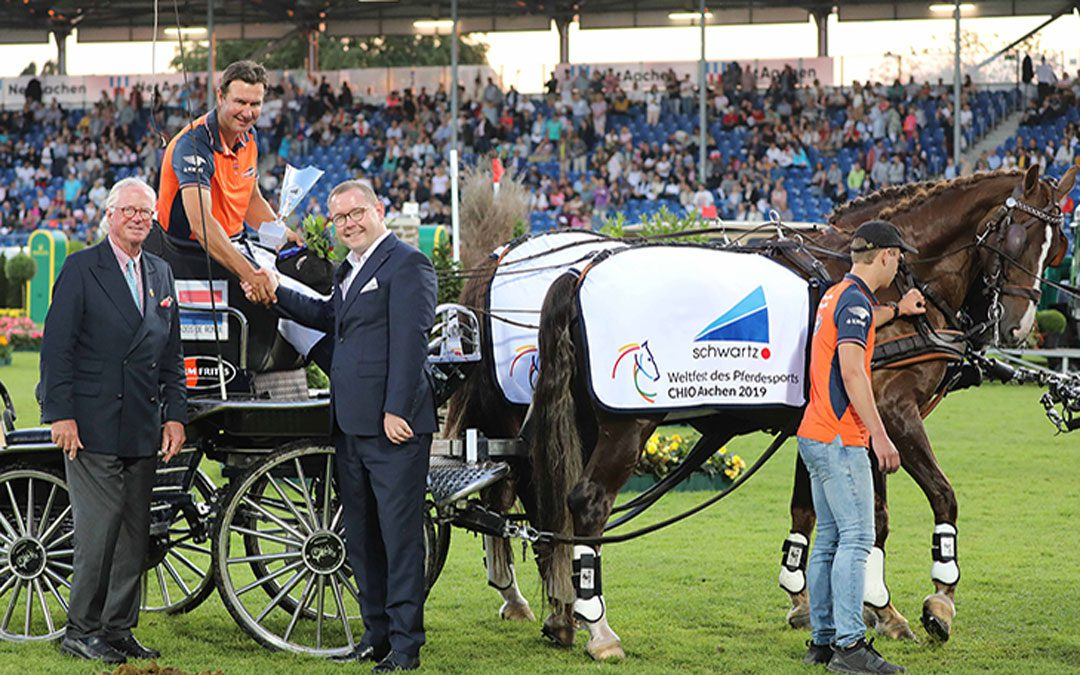 Nederlandse vierspanrijders winnen landenwedstrijd, Koos de Ronde tweede