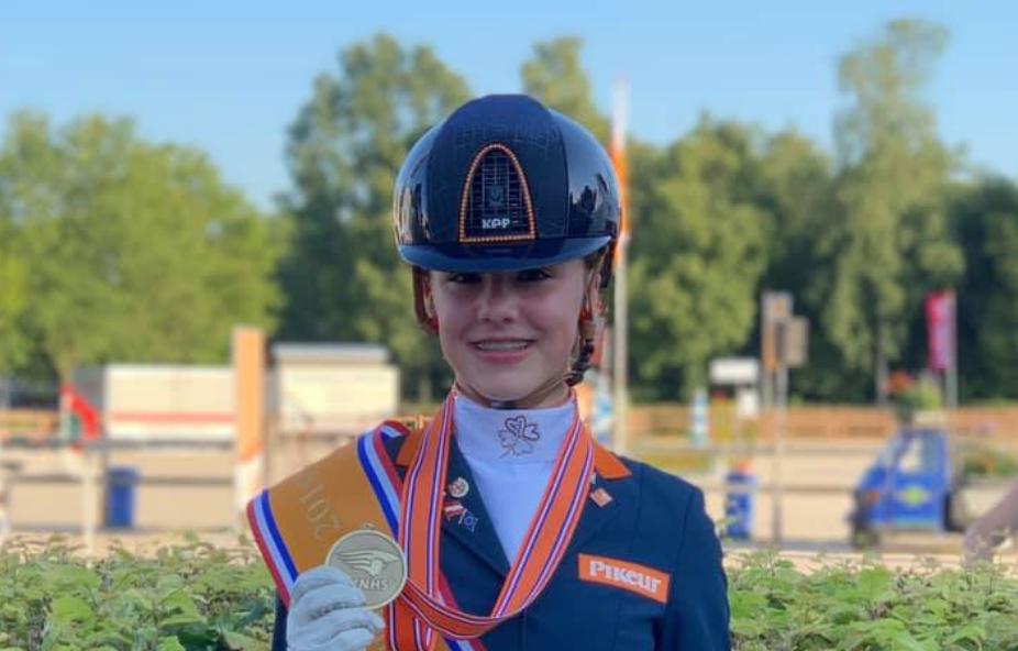Evia van Rooij juniorenkampioen dressuur