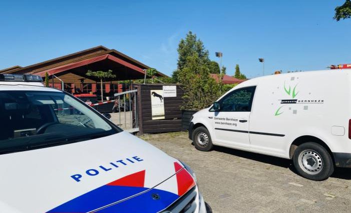 Stal Vorstenbosch op slot na politie-inval