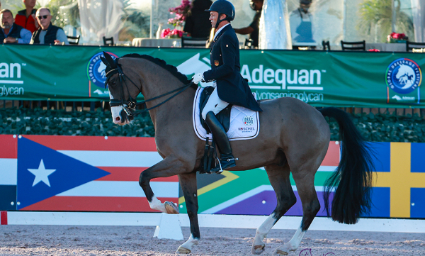 Christoph Koschel wint met paard van leerling de Grand Prix