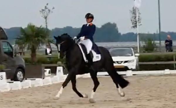 Kirsten Beckers wint met Easy Quo