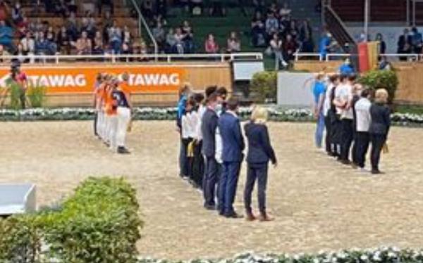 Nederlands voltigeteam derde in Aken
